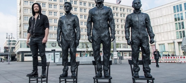 Whistleblowers sculpture. Image by Davide Dormino, CC BY SA.